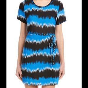 T-Bags Dresses & Skirts - TBags Los Angeles printed shift dress sz M NWT