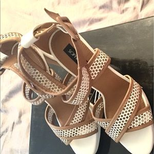 Sophia and Lee white and Tan heels 7.5 US