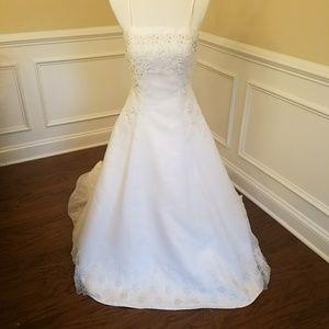 Mori Lee Dresses & Skirts - Mori Lee Wedding Gown Size 10