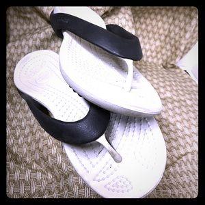 CROCS Shoes - Black and white croc flip flops