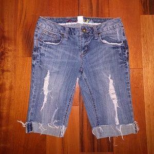 Mudd Pants - Distressed jean shorts