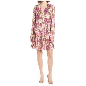 leith Dresses & Skirts - Leith long sleeve pleated faux wrap Floral Dress M