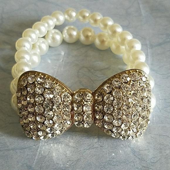 cb7aff2c7e4a1 Cute Rhinestone Bow Tie Pearl Bracelet. NWOT