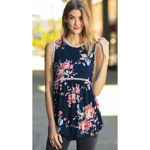 M Sleeveless floral print top with crochet edge