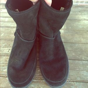 Minnetonka Shoes - Women's size 11 Shearling Lined Minnetonka Boots