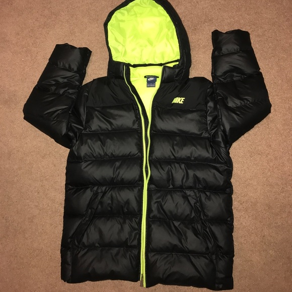 31c2fed917ea Boys Nike winter coat. M 592761af680278201f016878