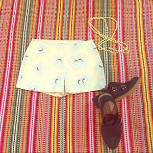 SUNO Pants - Tap Shorts with Blue Sunflowers, super flattering!