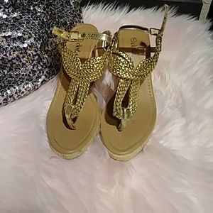 Gold wedge