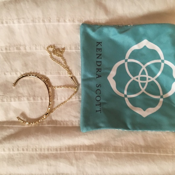 Kendra Scott Jewelry - Kendra Scott bracelet with hand chain