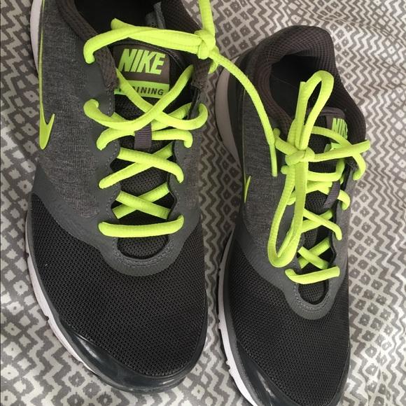 c570ef985f0a Nike shoes women 5.5 memory foam. M 592792982de512f776021fe6