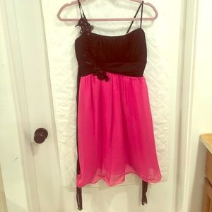 Etiquette Clothiers Dresses & Skirts - Black and pink formal dress