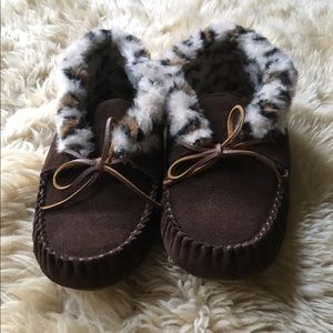 Minnetonka Shoes - NEW Minnetonka Moccasin Slippers