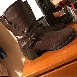 Khombu Shoes - Brown boots
