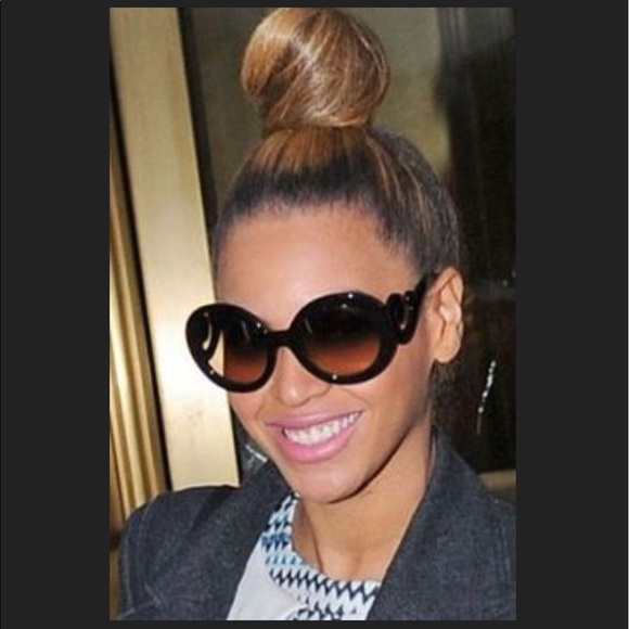 2d0346cb07e71 Authentic Prada PR 27NS Minimal Baroque Sunglasses