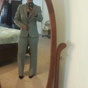Tahari Other - Tahiri women's suit