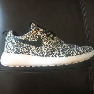 Speckled Women's Size 8 Nike Roshe