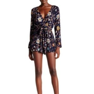 l'atiste Dresses & Skirts - L'ATISTE by Amy NWT floral romper, size Medium