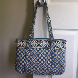 Vera Bradley Handbags - ⭐️ Vera Bradley Shoulder Bag