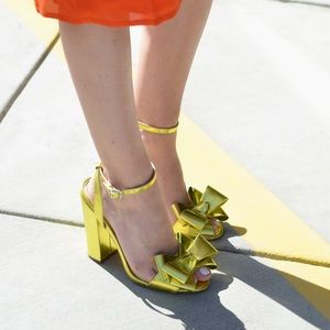 Great condition metallic bow sandals