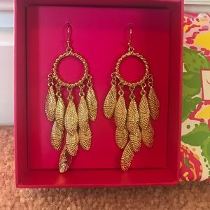 Lilly Pulitzer Jewelry - Lilly Pulitzer Gold Shell Earrings