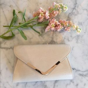 Nude Clutch/CrossBody with Detachable Straps