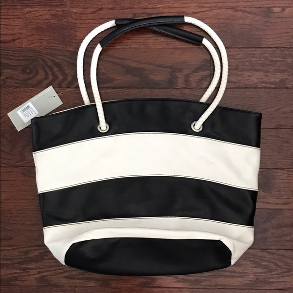 77 off kenneth cole reaction handbags nwt kenneth cole reaction striped tote bag from robin 39 s. Black Bedroom Furniture Sets. Home Design Ideas