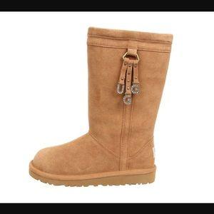 UGG Shoes - NEW UGG LARYNN. (Big kids size 6)chestnut