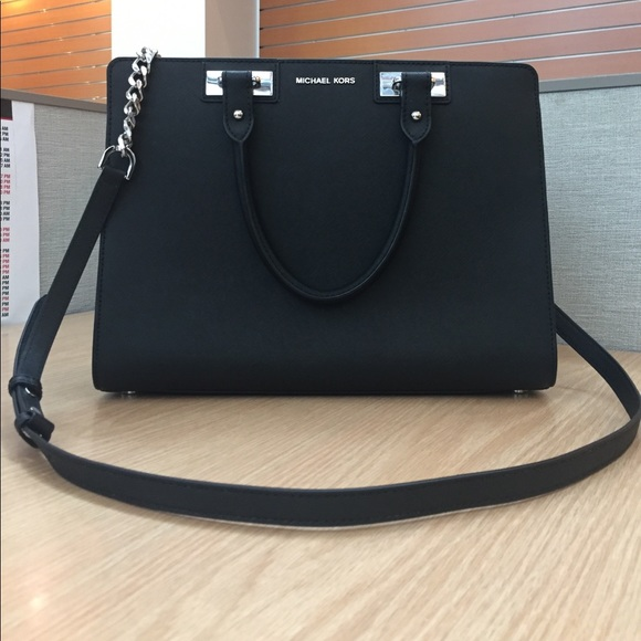 Large Black Michael Kors Bag with Silver Hardware.  M 5928c11d2ba50ae3db00fa56 7488cf7ccfd91