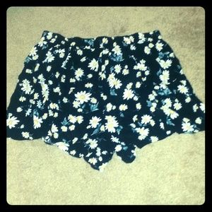 Forever 21 Pants - Flowy daisy shorts