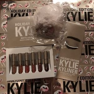 Kylie Cosmetics Holiday Edition Bundle 3 pieces