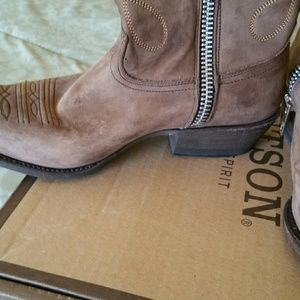 Stetson Shoes - Stetson shortie boots,like new, size 9 1/2 women's