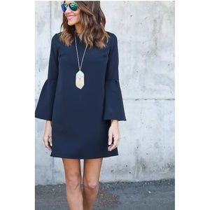 Jessica Howard Dresses & Skirts - Jessica Howard Bell sleeves sheath dress.