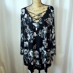 evelie Tops - NWT Black & Gray floral crisscross tunic