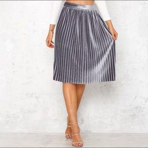 dc58d53e8d75 Dresses & Skirts - Midi skirt Gray (size 12) but fits ...