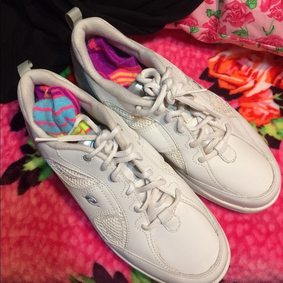 easy spirit white easy spirit anti gravity tennis shoes
