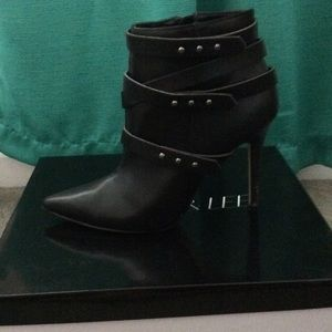 sophia & lee Shoes - Black ankle boots