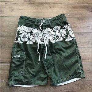 Speedo Medium shorts Floral Hawaii pattern green