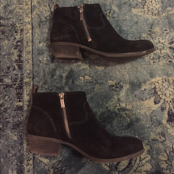 6a1559a900f Lucky brand black suede double zipper ankle boots