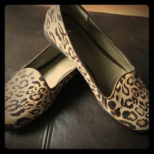 Used ladies leopard print shoes size 9