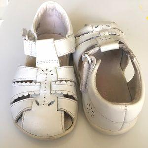 Stride Rite Other - Stride Rite size 6 wide Daffodil sandals in white
