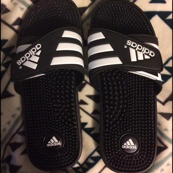 le adidas adissage diapositive sandali poshmark