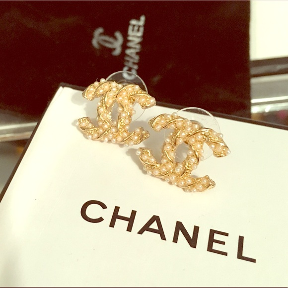 Twisted Gold And Pearl Famous Logo Earrings Os From Amanda