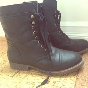 11thstreet Shoes - Size 9 combat boots