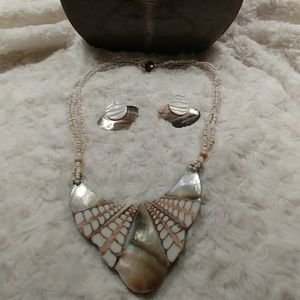 Jewelry - Two Piece Shell Necklace Set