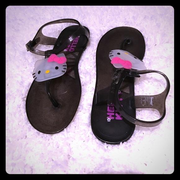 014298b8a Hello Kitty Sandals 😍. M_5929e121522b45e3a503f950
