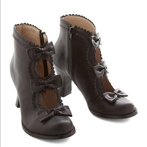 ModCloth Shoes - MODCLOTH Dolce Mojo Moxy Bow Bootie Ankle Boot