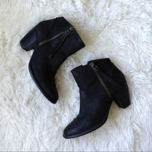STEVE MADDEN black tasseled zippered ankle boots