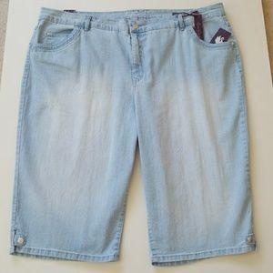 Gloria Vanderbilt Pants - NWT Slimming Summer Ready Denim Shorts