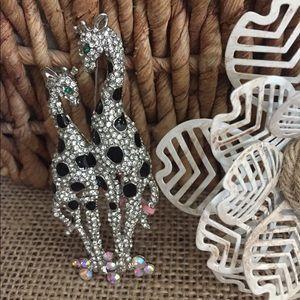Jewelry - Giraffe Pin Broach