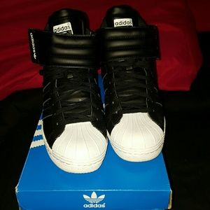 adidas Shoes - *PRICE DROP* Blk & white superstar Adidas UP STRAP